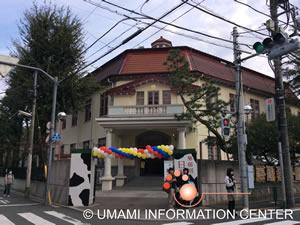 日本獣医生命科学大学正面入り口