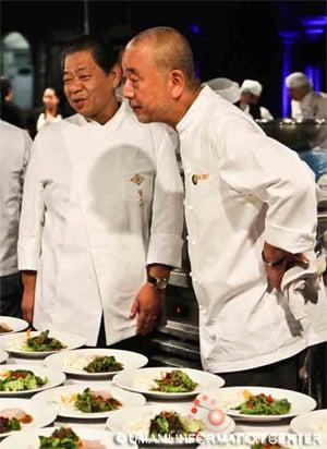 料理を前にして村田氏(左)と松久氏(右)