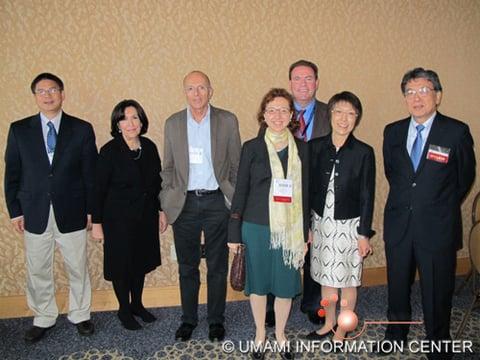 集合写真 左から Guoyao Wu、Julie Mennella、Daniel Tome、Ana San Gabriel、Douglas Burrin、二宮 くみ子氏、二ノ宮 裕三氏