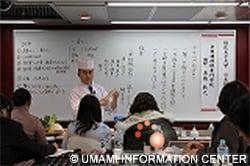 日本料理レクチャー中の高橋敏之氏